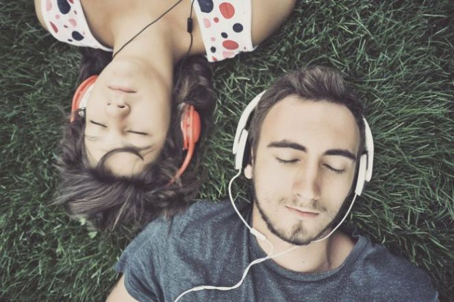 13-Proven-Benefits-of-Listening-to-Music-696x463